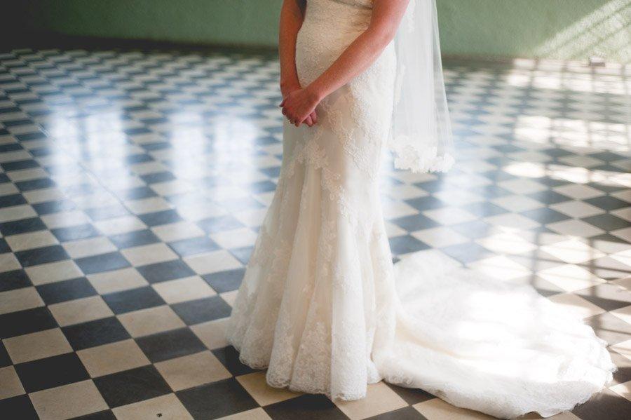 bride getting ready at laguna gloria in austin, laguna gloria austin wedding