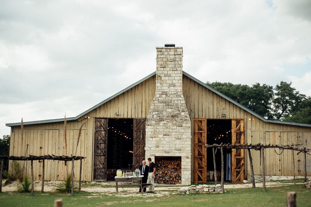 october wedding photos of don strange ranch in boerne texas
