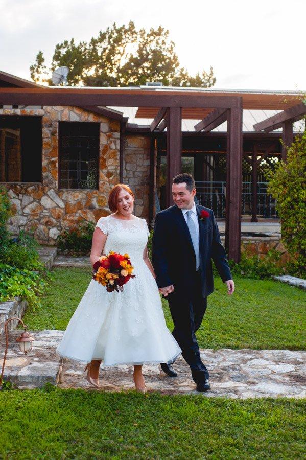 austin fall backyard elopement, mini wedding photographer, austin elopement photographer, small wedding photography in austin, destination elopement photographer