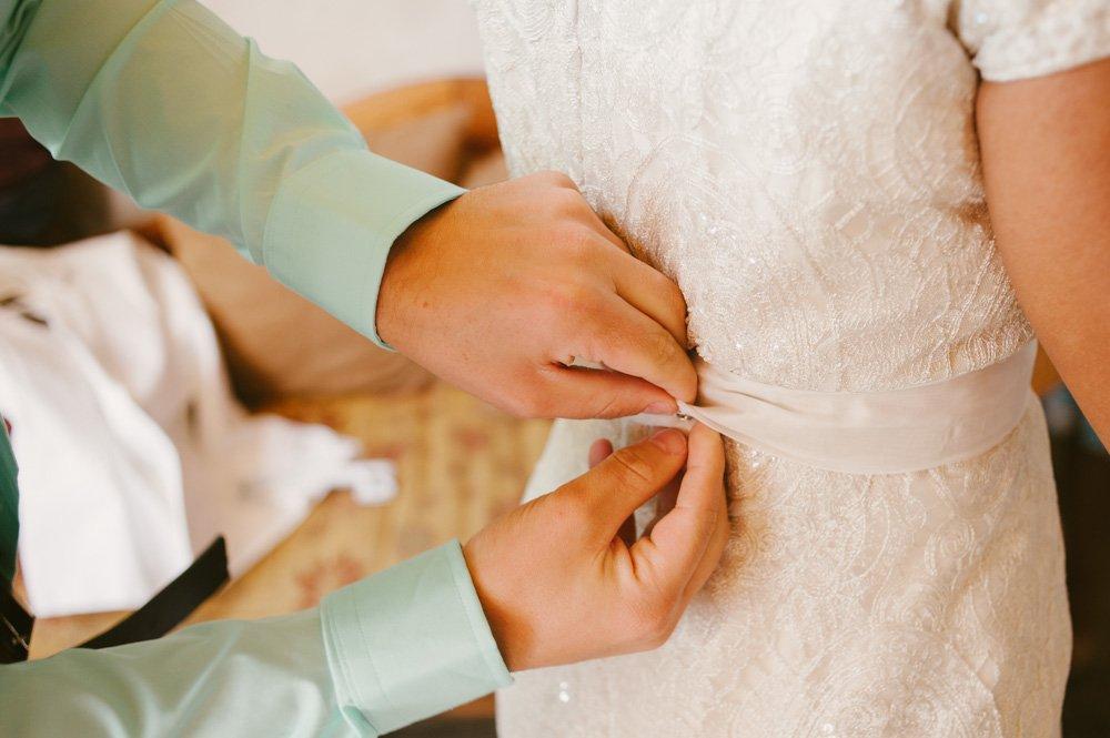 buttoning the dress, natural light wedding photography, photojournalism style wedding photography, documentary wedding photography at chapel dulcinea