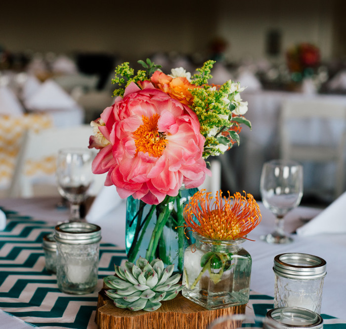 Vintage Villas Bright and Colorful Wedding | E & M