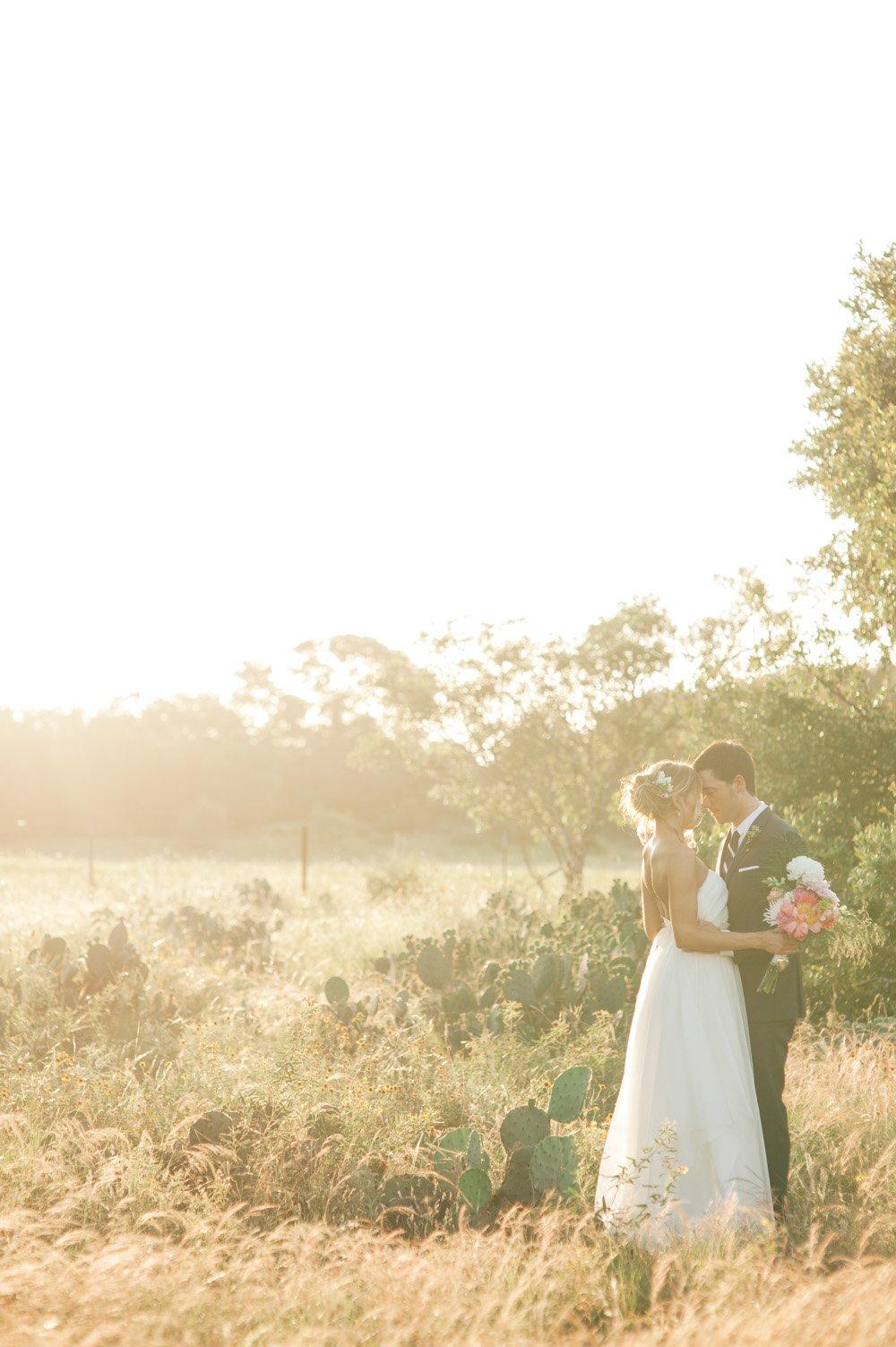 sunset portraits in a field, romantic wedding photography, modern wedding photographer in austin texas