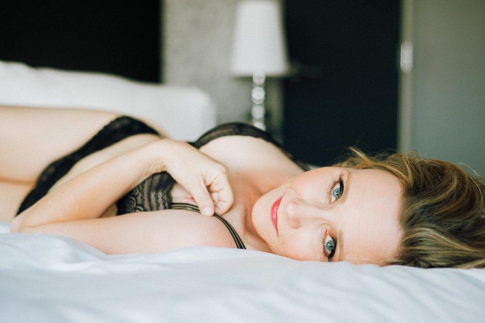 boudoir photography with natural light, austin's classic boudoir photographer, austin glamorous portrait photographer, wedding photography