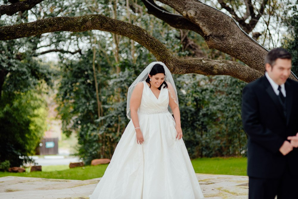 first look at mercury hall, how to do a first glance, first look ideas for mercury hall, austin wedding photographer, candid wedding photographer in austin, natural light wedding photographer in south austin, mercury hall first glance, bride surprising groom with a first look