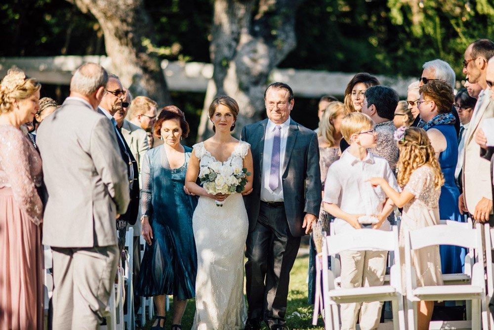 laguna gloria wedding, wedding photography at laguna gloria, austin wedding photographer, modern austin wedding photography, ally and matt