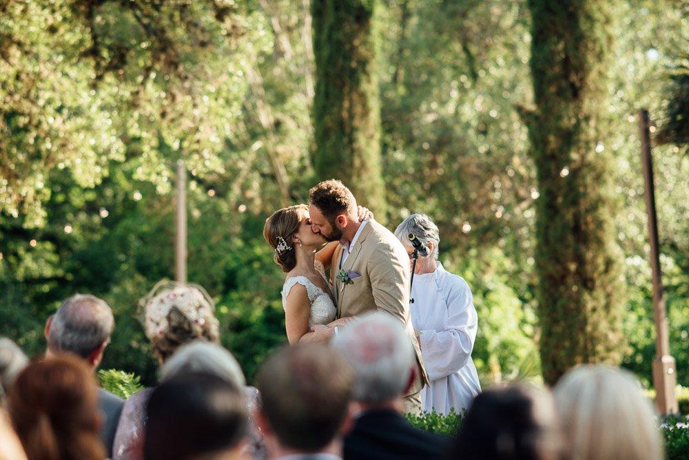 austin wedding photographer, first kiss at laguna gloria,