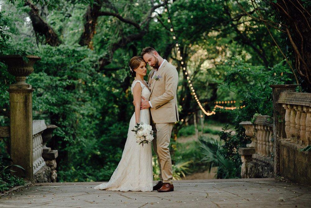 austin wedding photographer at laguna gloria, spring wedding  in austin texas, garden wedding venue in austin texas, texas wedding photography, laguna gloria amoa