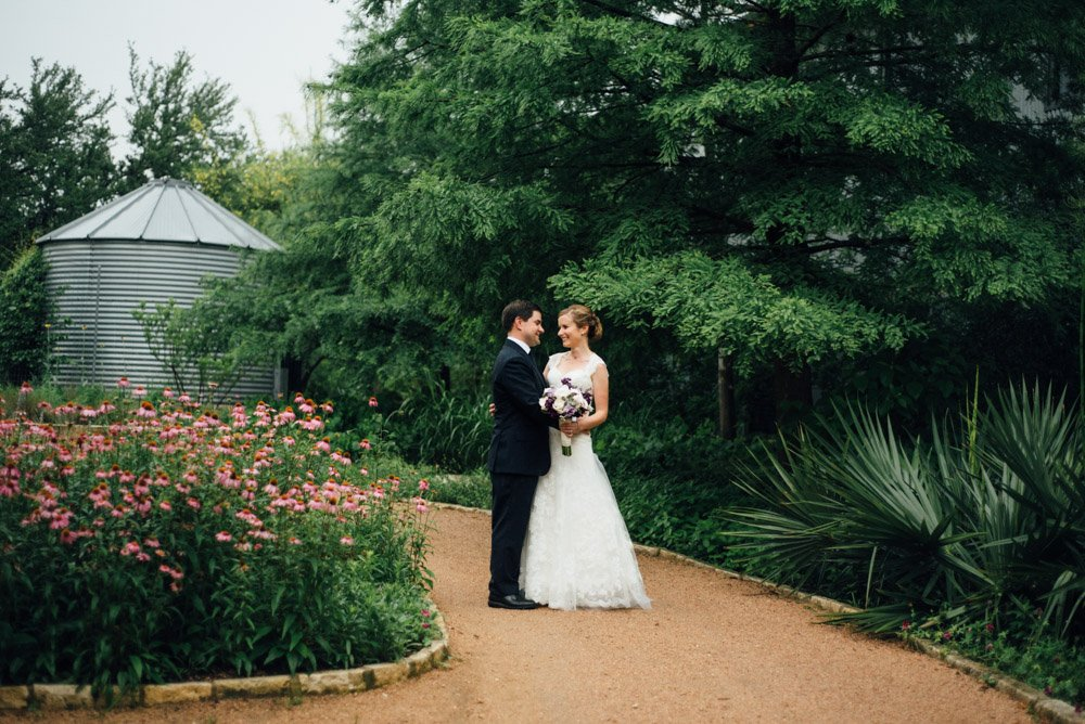hill country wedding photographer, creative rain wedding photos,
