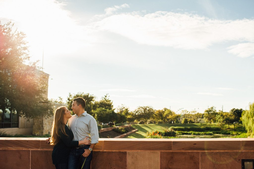 outdoor photo session in austin texas with sun flare and greenery, natural light lifestyle portrait photography in texas, texas lifestyle portrait photographer, outdoor creative couples portraits, intimate couples photos