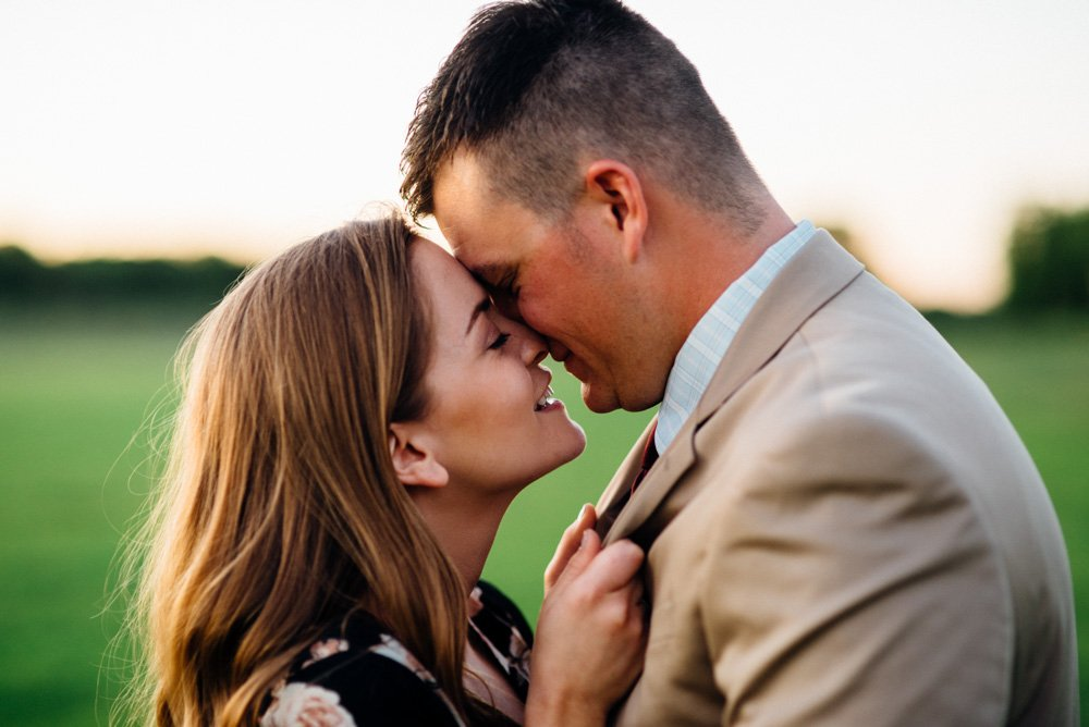 romantic engagement photographs in dallas fort worth