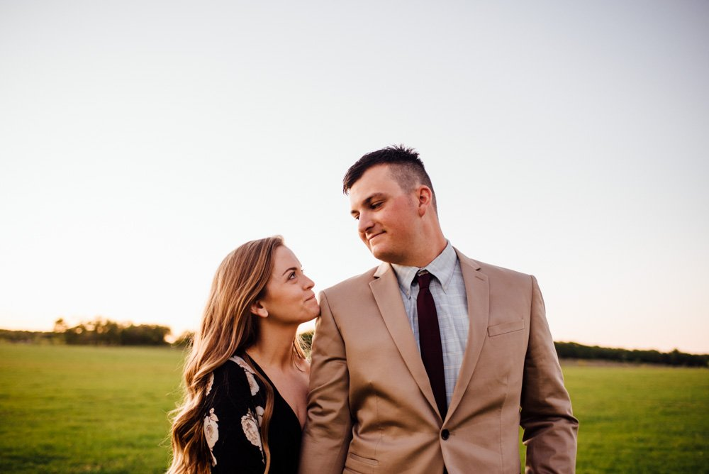 creative engagement session ideas for modern couples in dallas/fort worth, spring engagement photos at classic oaks ranch, mansfield portrait photographer, dallas/fort worth wedding photographer, caitlin mcweeney photography