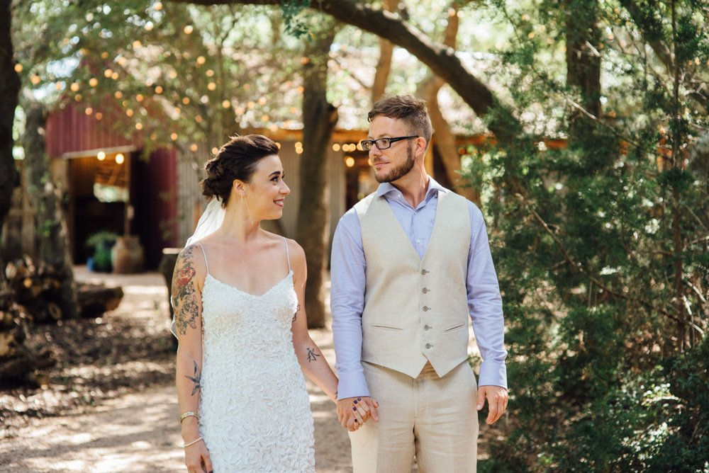 austin wedding photographer for creative couples, natural light wedding photography in central texas, summer wedding at the wildflower barn in driftwood, jewish wedding  in austin
