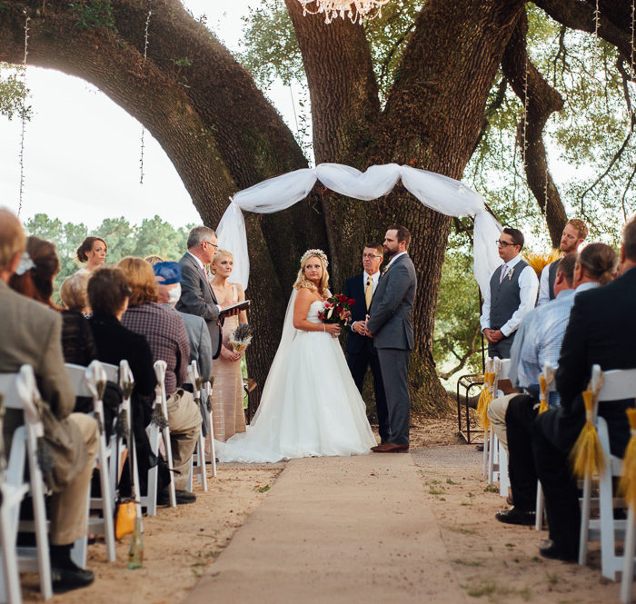 Rustic Houston Wedding at Pine Lake Ranch | Lizzie & Taylor