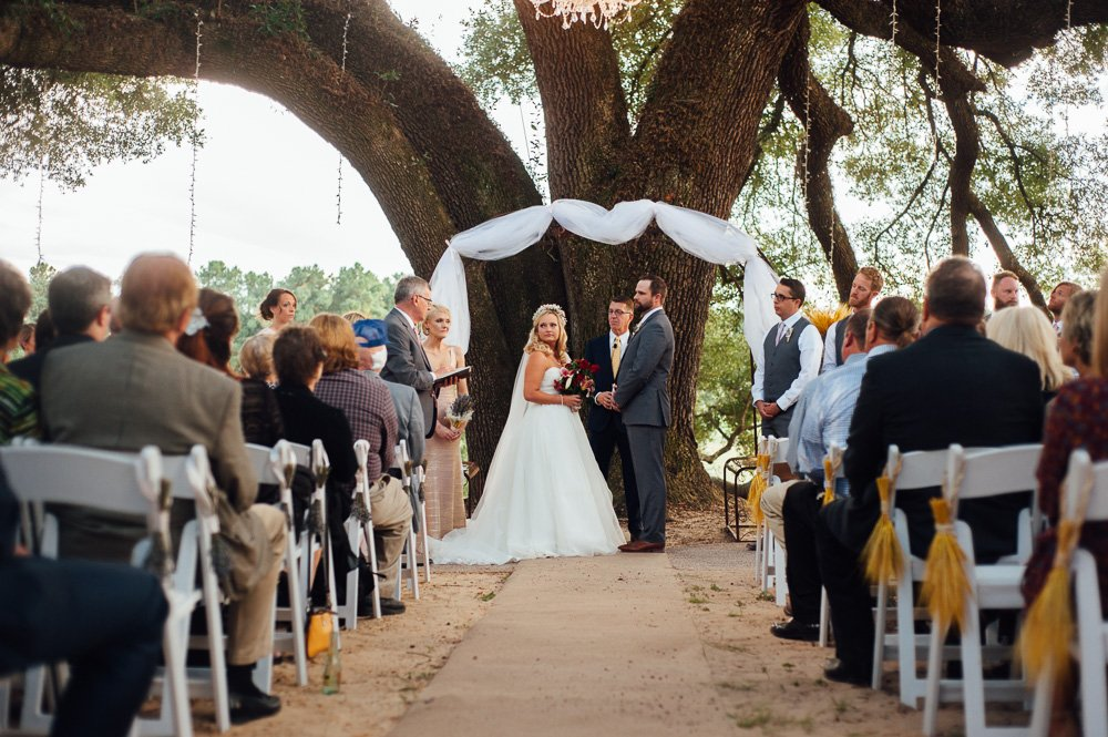 pine lake ranch wedding ceremony under the giant oak tree