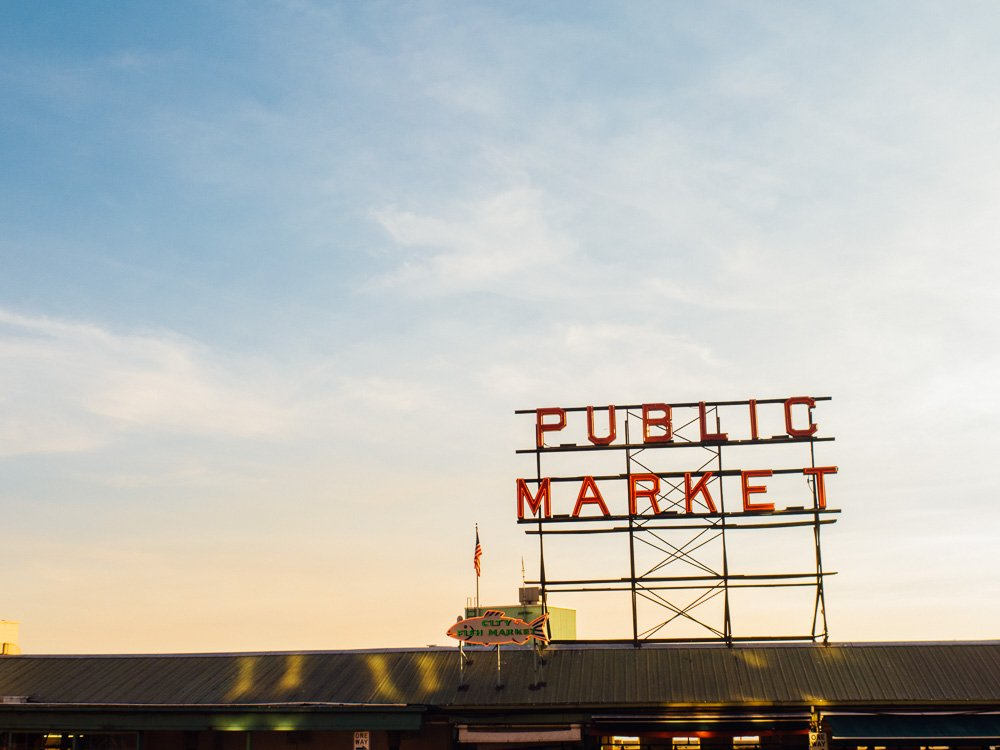 austin wedding photographer visits seattle, pike's place market at sunset, seattle travel photographer, destination sweethearts photography, seattle signage