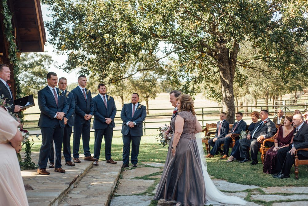 classic oaks ranch wedding ceremony photos