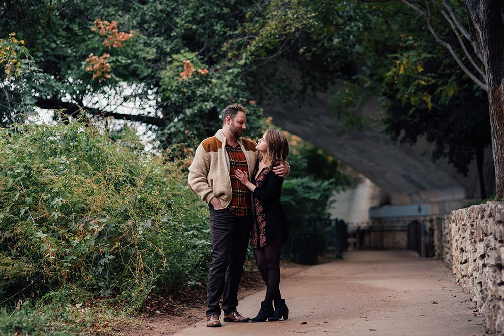 fall engagement session outfits in nature locations in austin