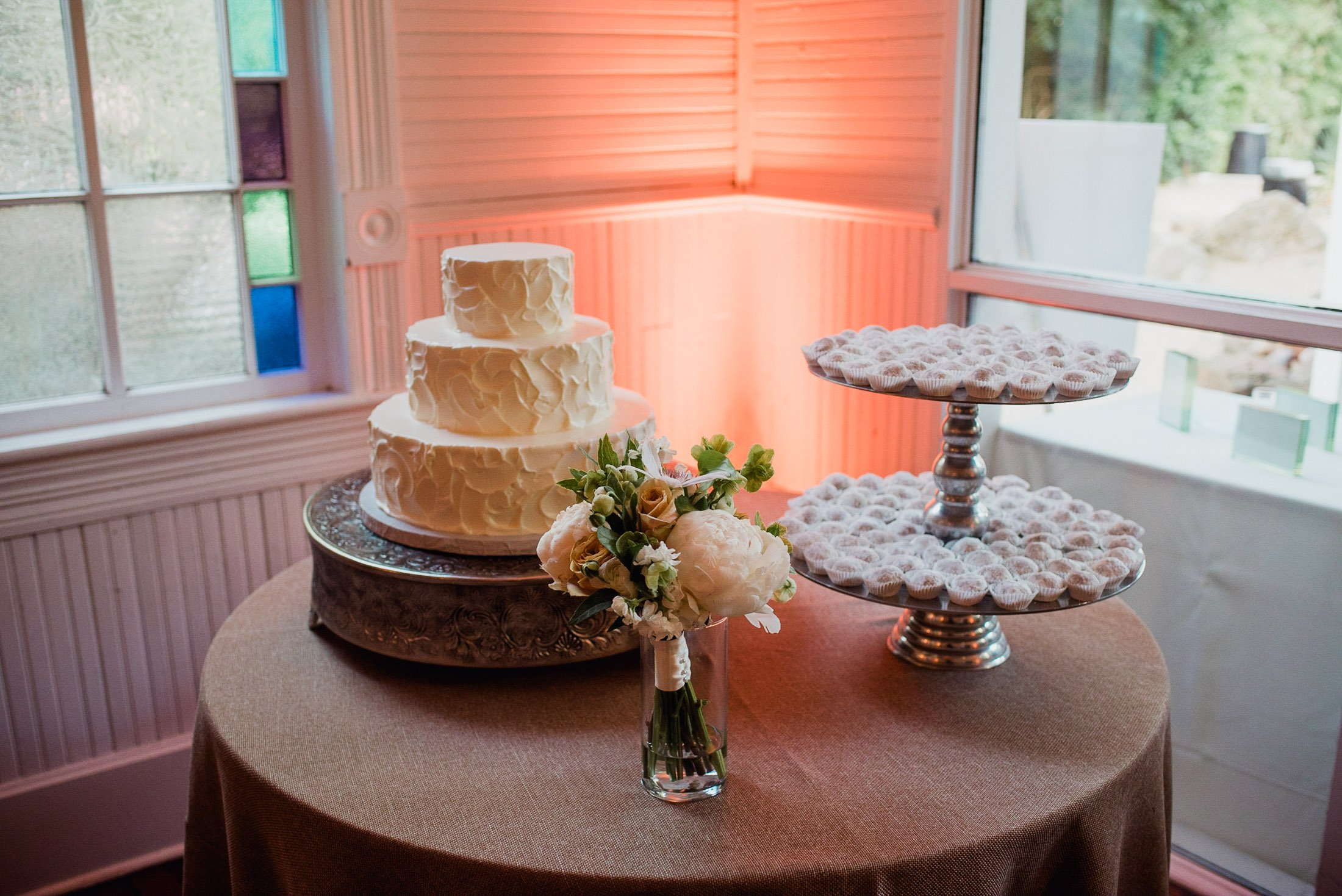 detail photograph of a wedding cake table at Mercury Hall in Austin