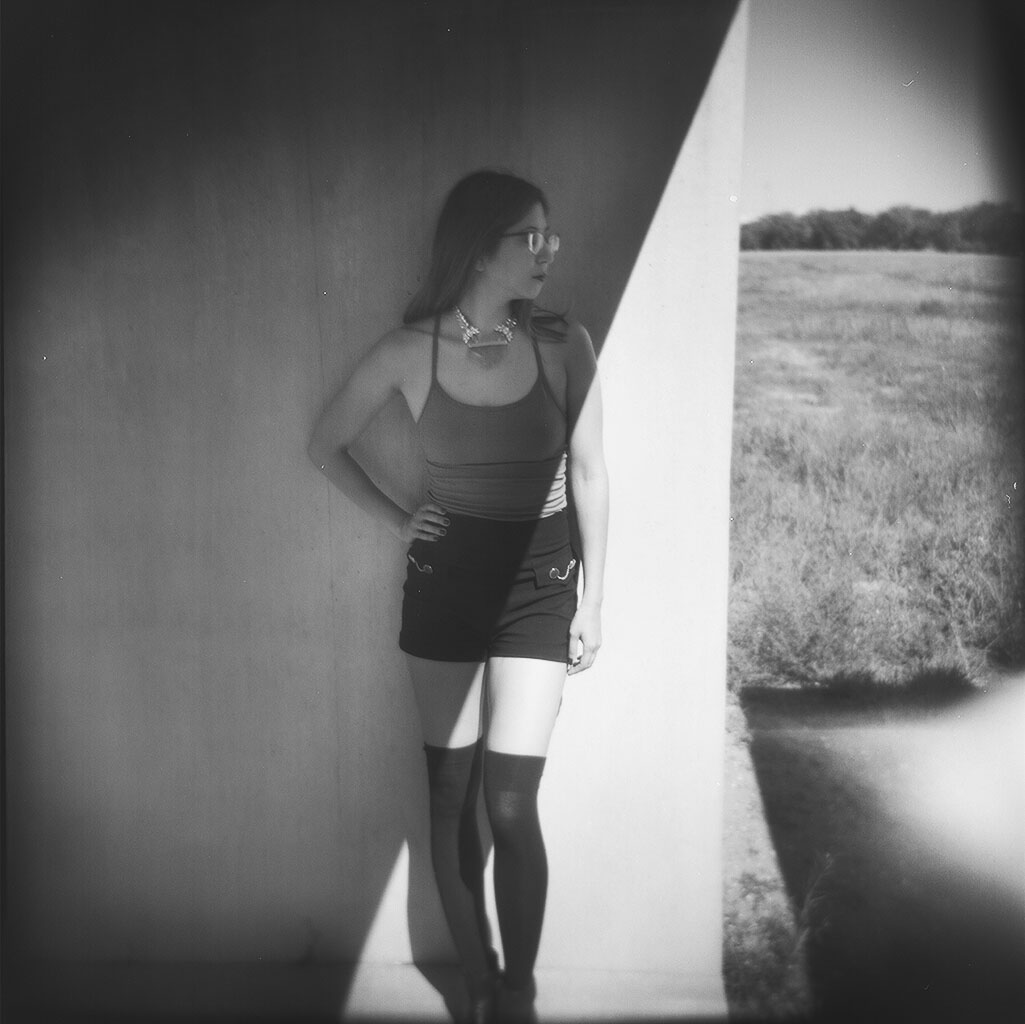 elissa r photography modeling at chinanti foundation in marfa texas