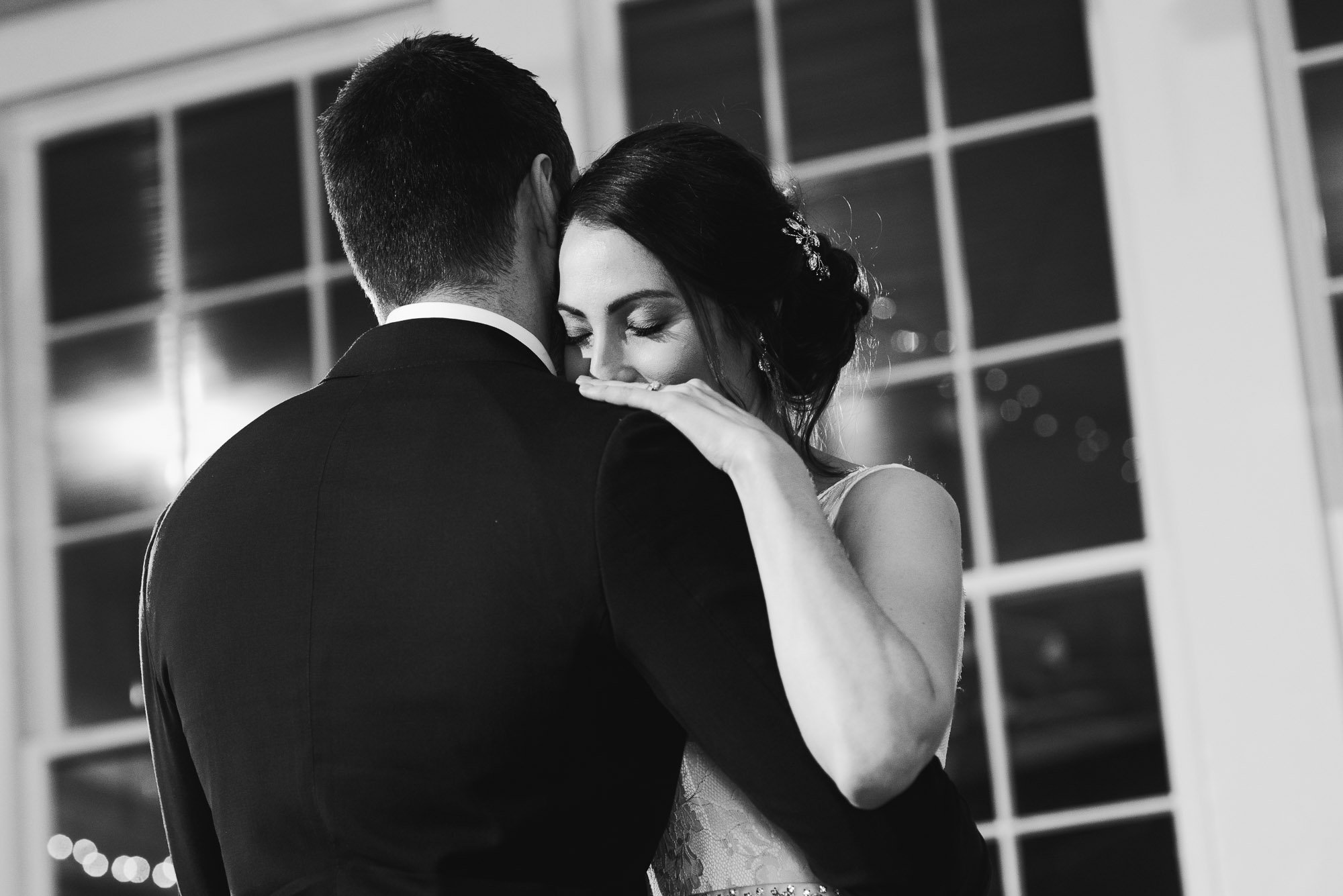 romantic first dance in black and white at star hill ranch