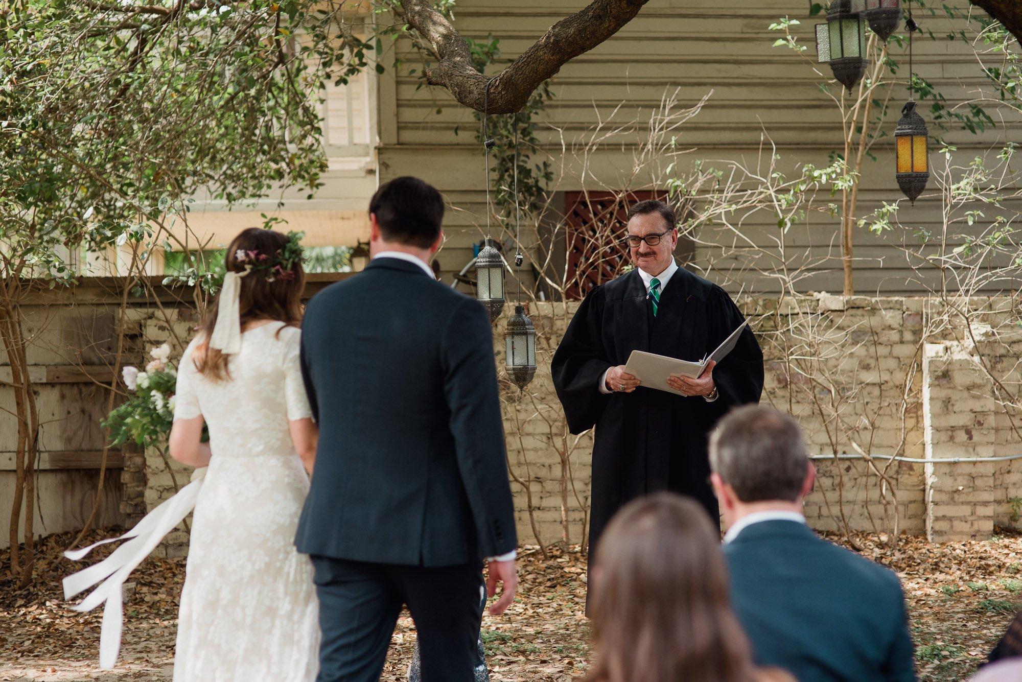 backyard wedding at king william manor in san antonio, san antonio wedding photography, san antonio wedding photographer