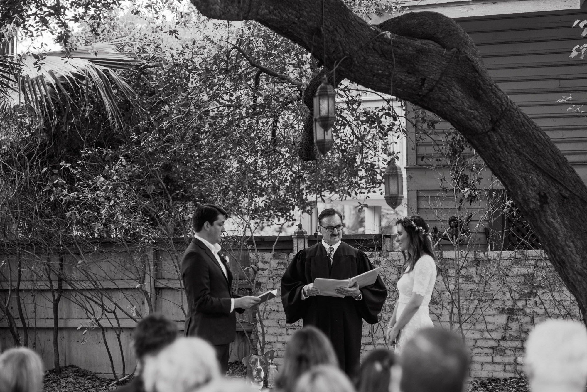 natural outdoor san antonio wedding photography, backyard wedding at king william manor, san antonio wedding photographer