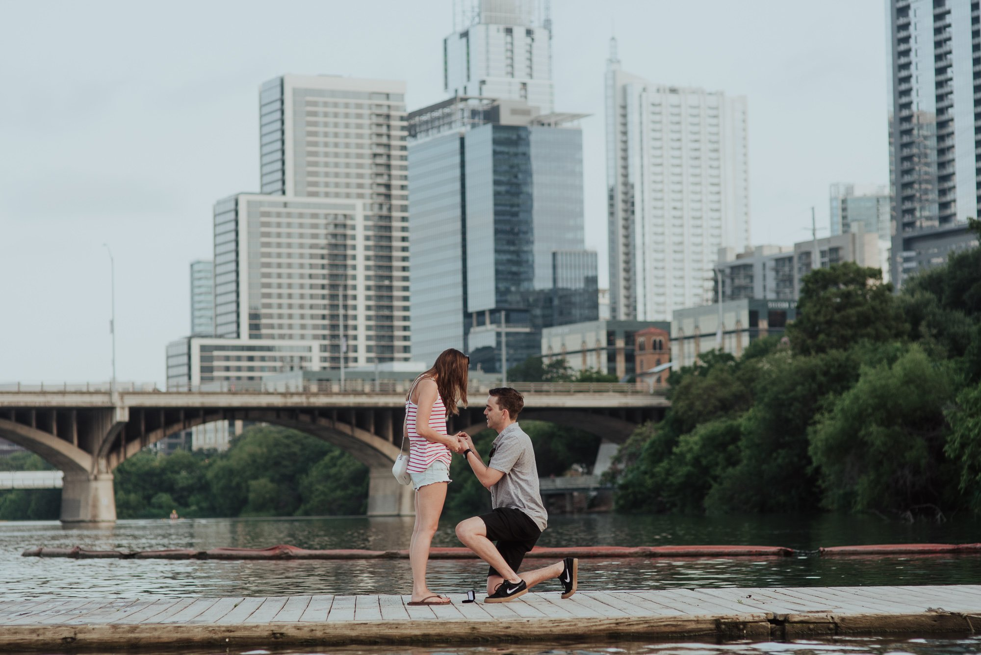 downtown austin proposal photography, austin proposal photographer, marriage proposal with a view of the austin skyline