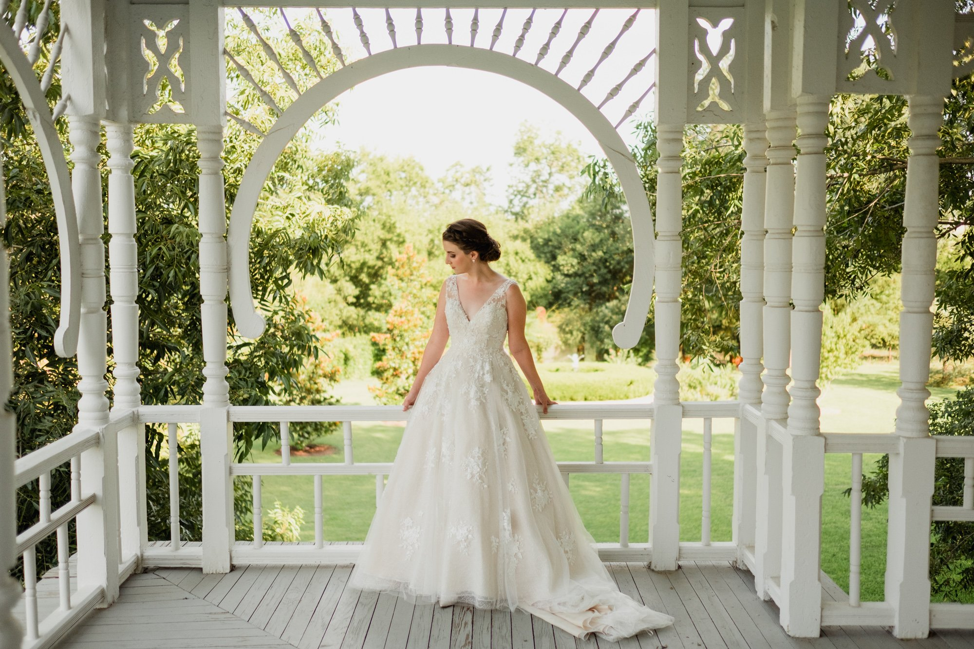 bright and light modern summer bridal session in austin texas, bridals at barr mansion, austin bridal portraits, pre-wedding portrait session, barr mansion bridal session, bridal portraits at an old house, barr mansion photographer