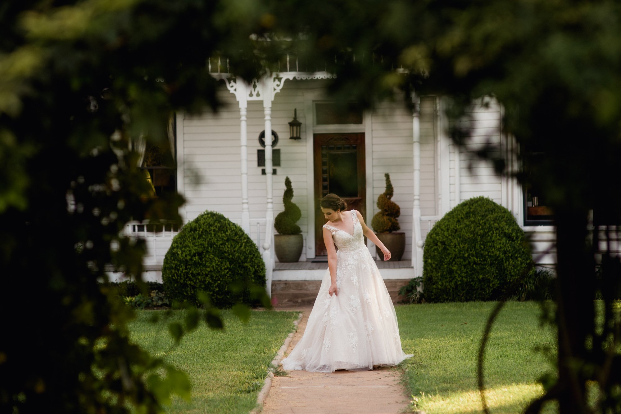 barr mansion bridal session, summer bridal portraits at the barr mansion