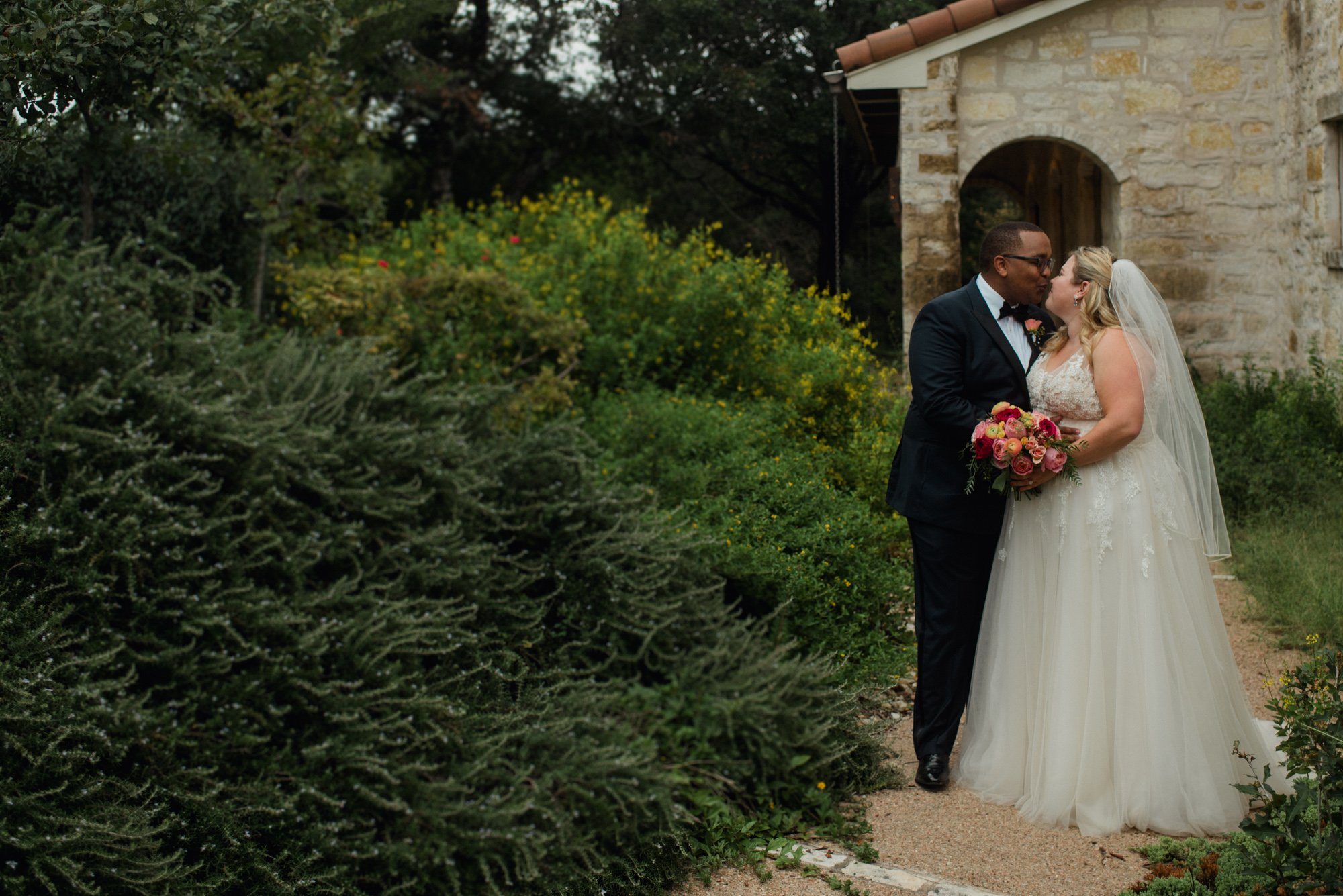 austin mini wedding photographer, plus size bride,