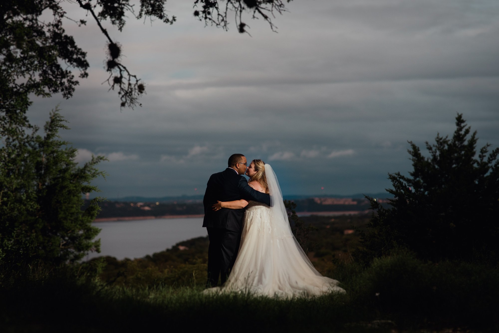 lake travis outdoor wedding