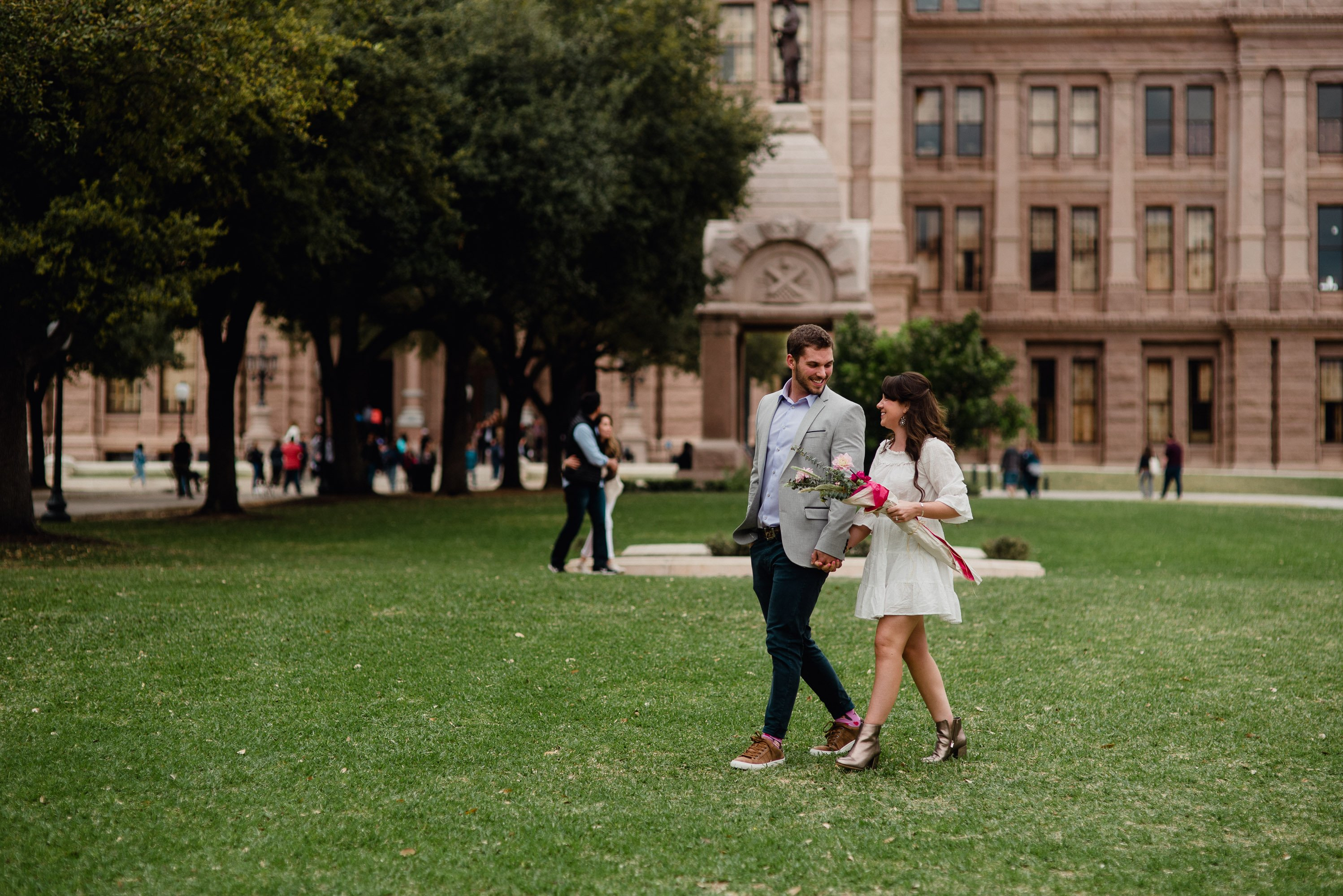 austin proposal photographer, portraits on the capitol lawn in austin texas, where to propose in austin, austin proposal photos