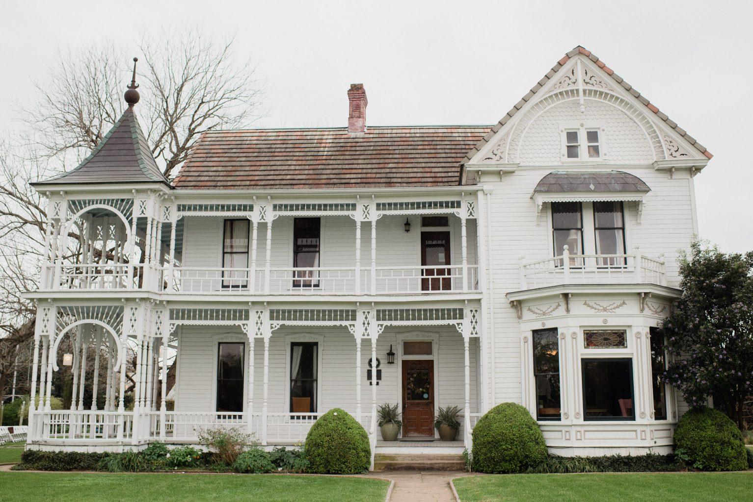 barr mansion wedding in spring