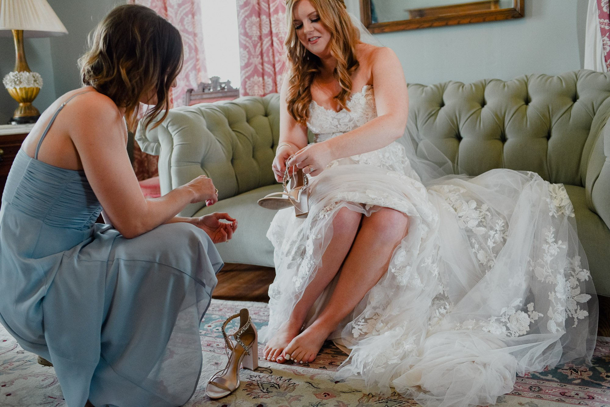 bride putting on her wedding shoes at the barr mansion