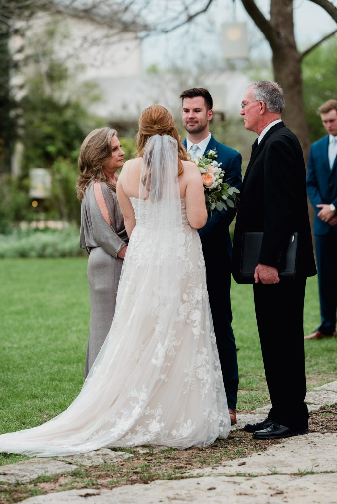 outdoor wedding at the barr mansion in austin texas