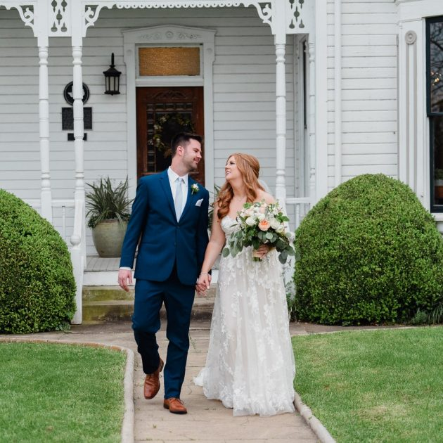 austin wedding photographers, barr mansion wedding photography, spring weddings at the barr mansion, natural light wedding photographers in austin