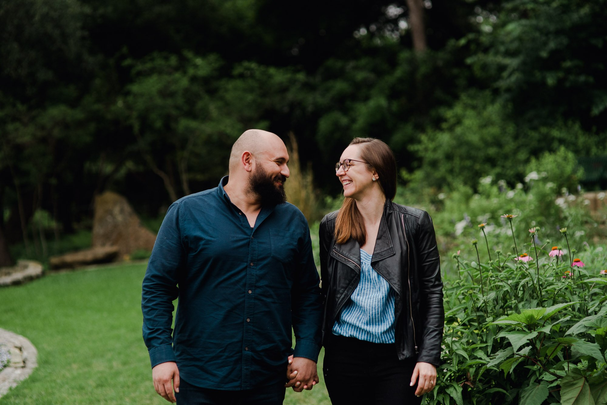 engagement photos at a botanical garden, cloudy day engagement photos, austin engagement photos at a botanical garden, proposal photos at a garden