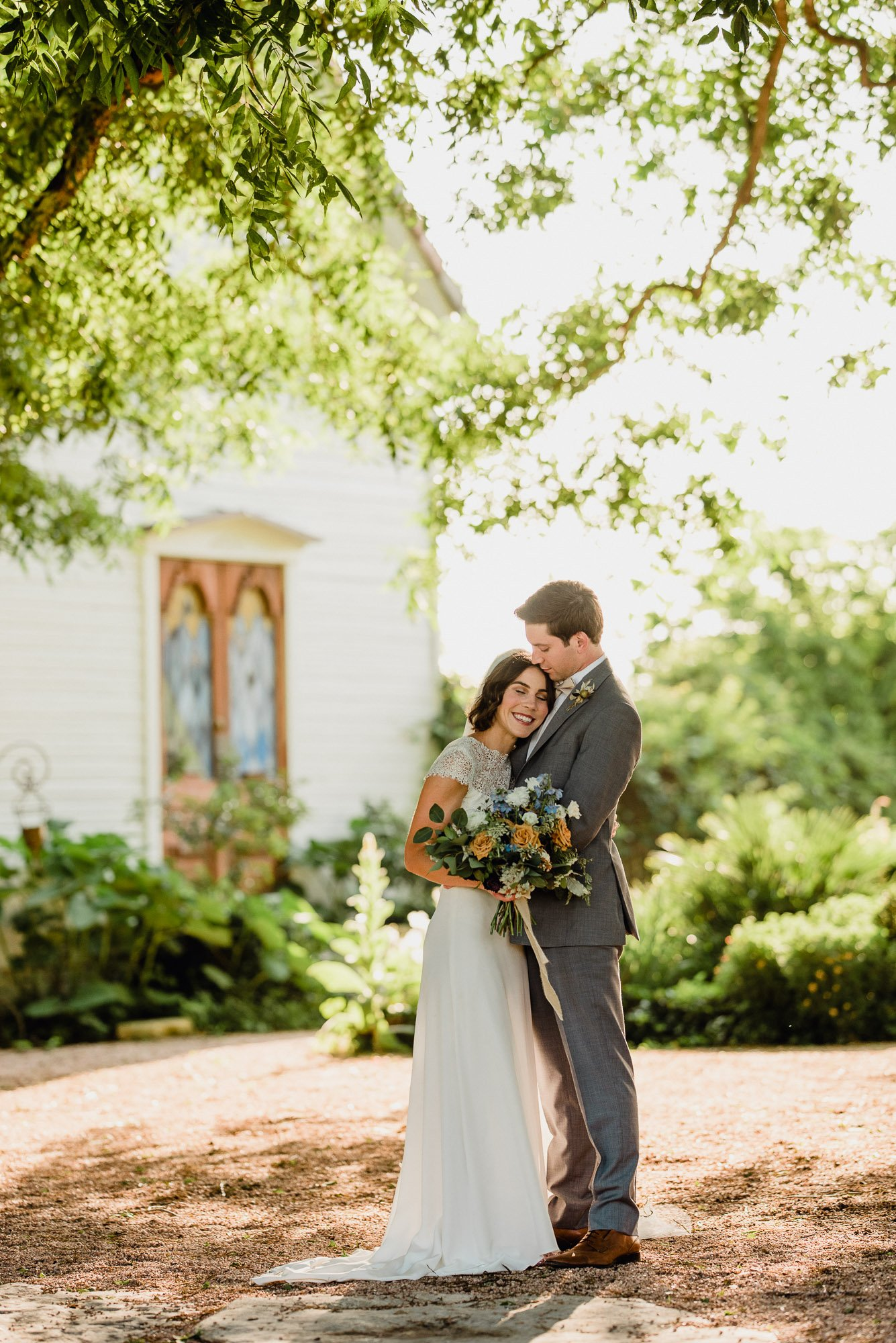 austin modern wedding photography at the barr mansion