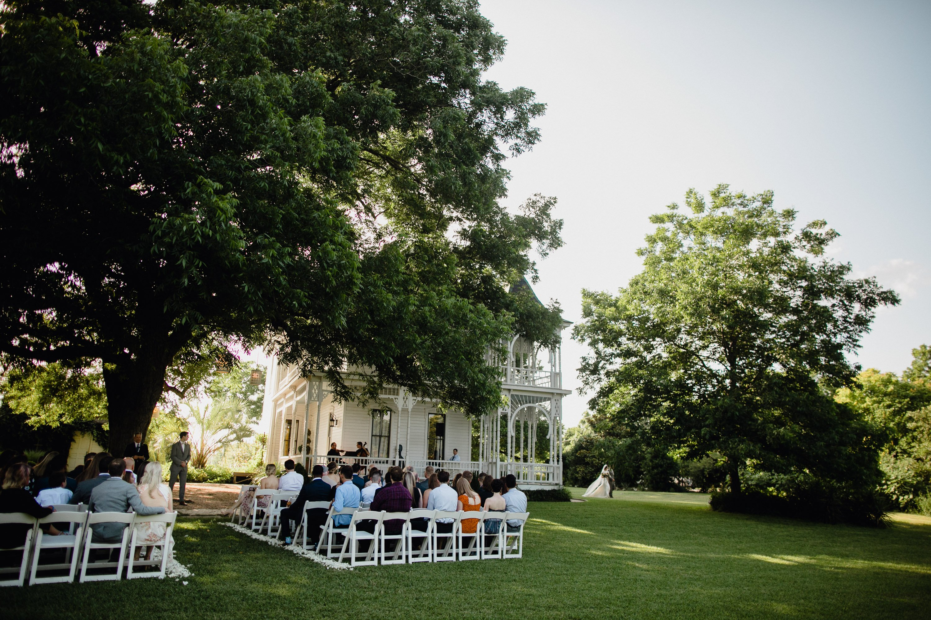 barr mansion wedding ceremony on the lawn, wedding at the barr mansion in austin texas, boho wedding at barr mansion, austin wedding photographer