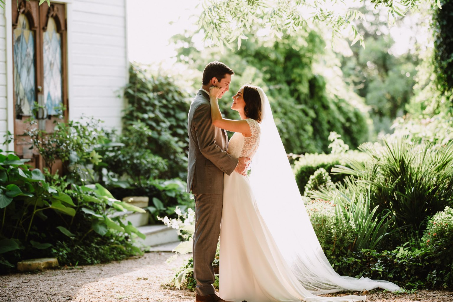 spring wedding at the barr mansion in austin