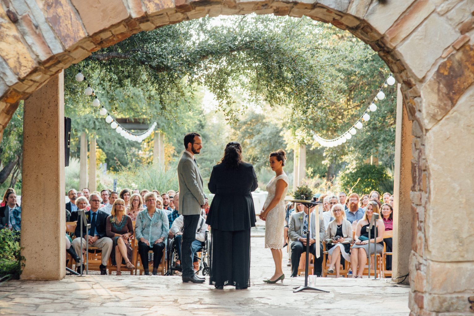 Small wedding ceremony at the wildflower center, wildflower center weddings, elope in austin