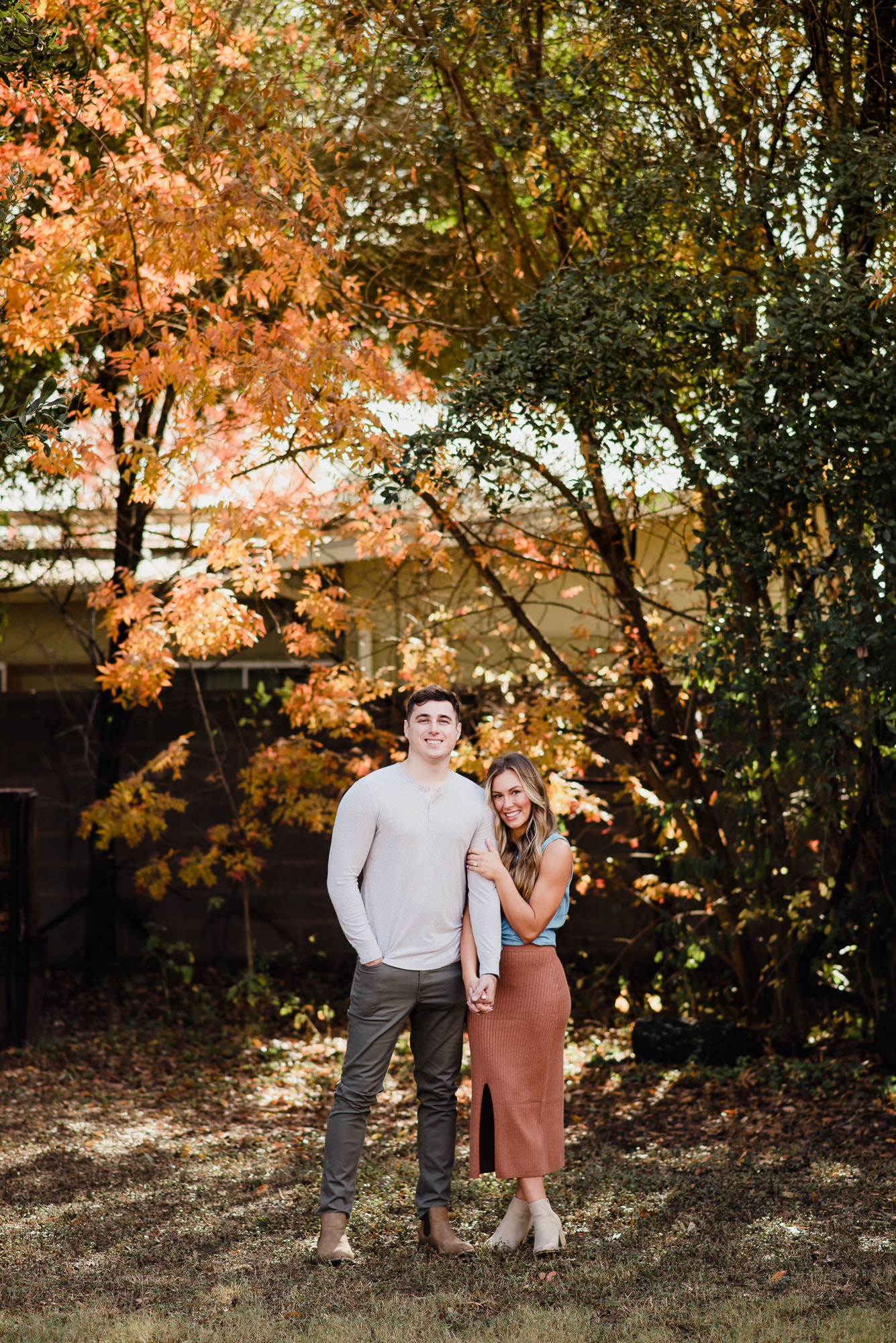 sekrit theater engagement photos, fall engagement session in austin, austin engagement session ideas, colorful wedding and portrait photography in austin,